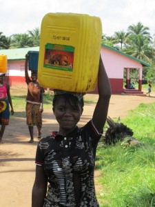 The Water Project : sierraleone5070-65-pumping-safe-water