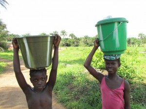 The Water Project : sierraleone5070-72-pumping-safe-water