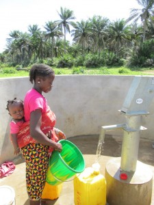 The Water Project : sierraleone5070-85-pumping-safe-water