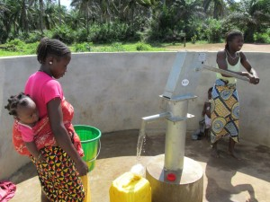 The Water Project : sierraleone5070-88-pumping-safe-water