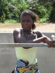 The Water Project : sierraleone5070-91-pumping-safe-water