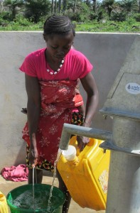 The Water Project : sierraleone5070-92-pumping-safe-water
