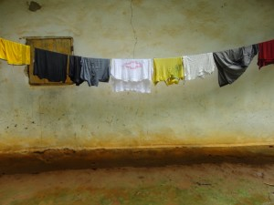 The Water Project : sierra-leone5074-32-clothes-drhying