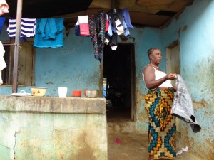 The Water Project : sierraleone5061-08-community-house-2-clothsline
