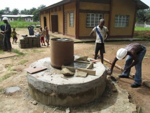 The Water Project : sierraleone5065-78-construction