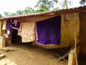 The Water Project : sierraleone5071-26-house-w-cloths-drying