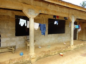 The Water Project : sierraleone5071-27-house