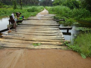 The Water Project : sierraleone5075-96-bridge-to-community