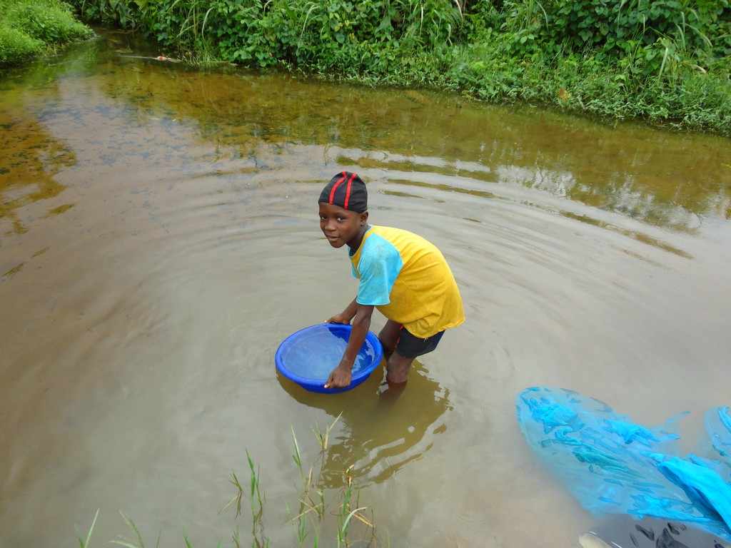 The Water Project : sierraleone5075-98-previous-water-source
