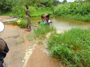 The Water Project : sierraleone5075-99-previous-water-source
