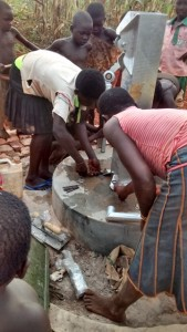 The Water Project : uganda685-15-opok-pump-installation