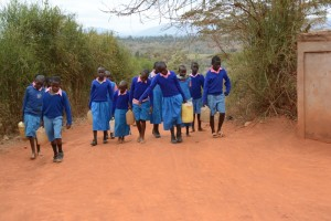 The Water Project : kenya4451-09-returning-with-water