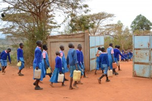 The Water Project : kenya4451-10-returning-with-water