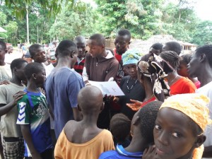 The Water Project : sierraleone5066-58-disease-trans-stories-small-grp-discuss