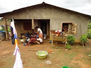 The Water Project : sierraleone5067-10-house