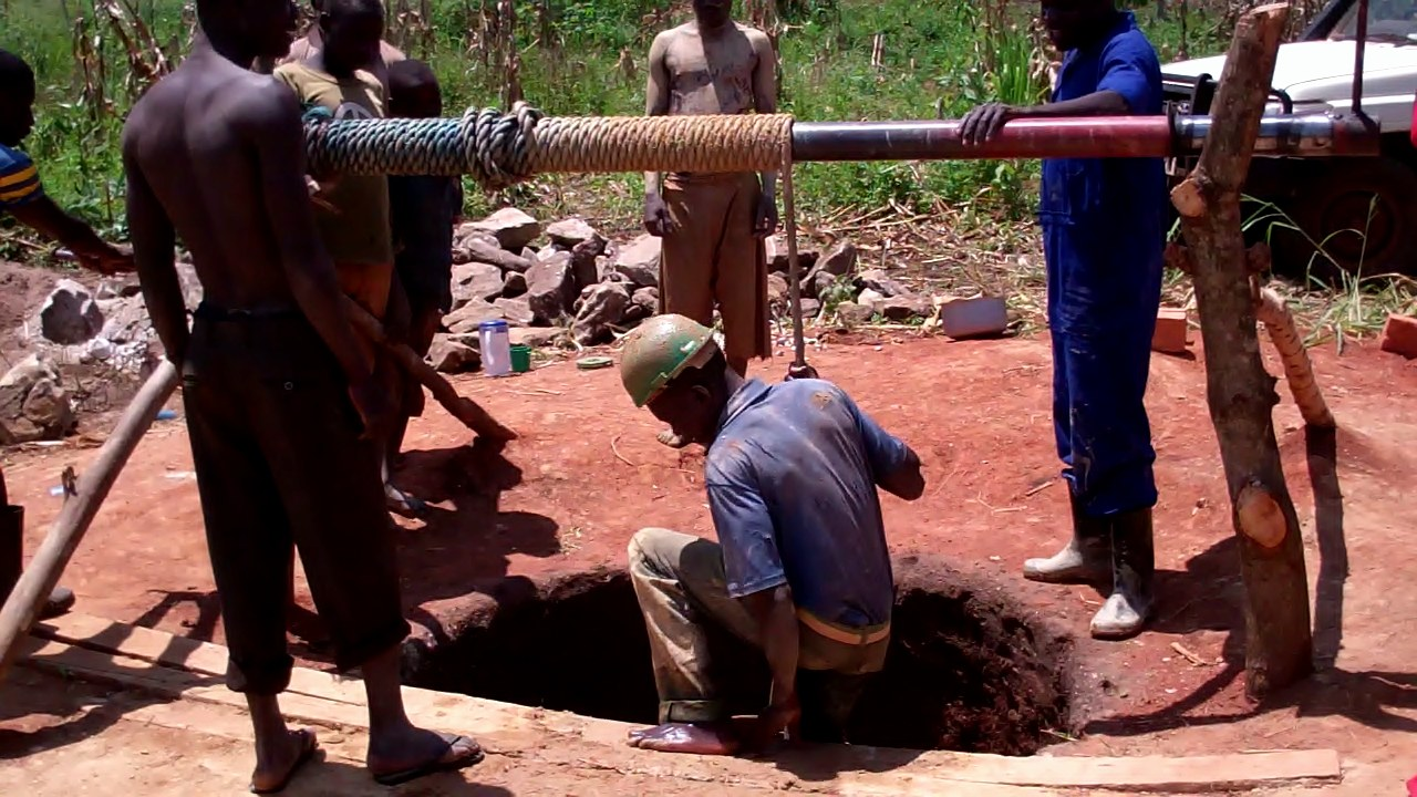 The Water Project : uganda699-05-excavation