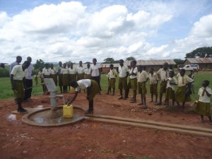 The Water Project : uganda695-08-completed-well