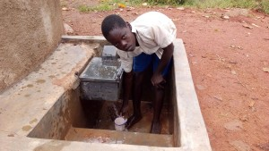The Water Project : kenya4325-13-clean-water