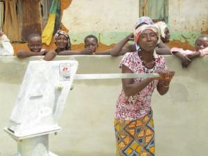 The Water Project : kenya5072-65-pumping