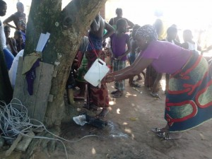 The Water Project : sierraleone5068-15-washing-hands