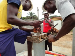 The Water Project : sierraleone5068-26-installation