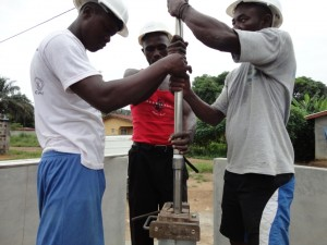The Water Project : sierraleone5068-27-installation