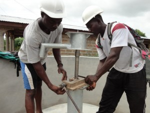 The Water Project : sierraleone5068-29-installation