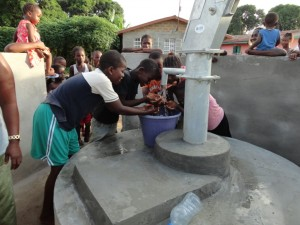 The Water Project : sierraleone5068-40-clean-water