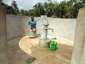 The Water Project : sierraleone5076-41-pumping-water