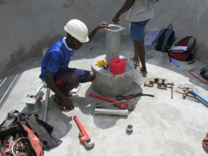 The Water Project : sierraleone5075-47-pump-installation