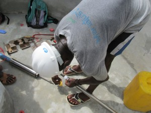 The Water Project : sierraleone5075-51-pump-installation