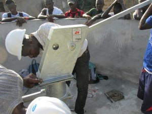 The Water Project : sierraleone5075-53-pump-installation
