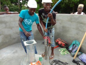 The Water Project : sierraleone5073-25-installation
