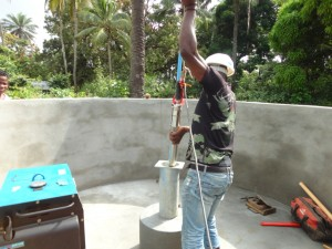 The Water Project : sierraleone5073-26-installation