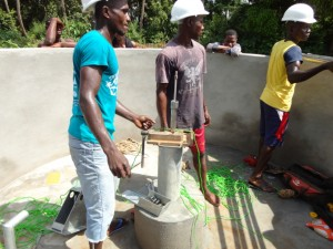 The Water Project : sierraleone5073-35-installation