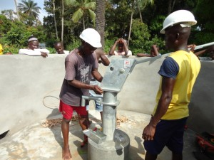 The Water Project : sierraleone5073-38-pump