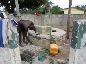 The Water Project : sierraleone5078-09-evaluating