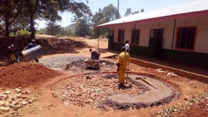 The Water Project : 1-kenya4600-construction