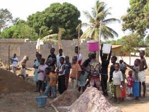 The Water Project : 30-sierraleone5079-watching-the-work