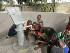 The Water Project : 74-sierraleone5096-finished-well