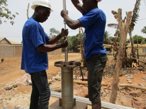 The Water Project : 7-sierraleone5097-construction