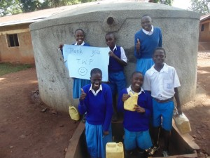 The Water Project : 14-kenya4605-finished-tank
