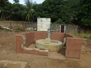 The Water Project : 18-sierraleone5099-broken-well