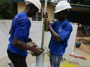 The Water Project : 22-sierraleone5086-pump-installation