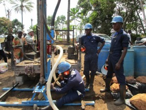 The Water Project : 26-sierraleone5083-drilling