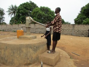 The Water Project : 3-sierraleone5087-current-well