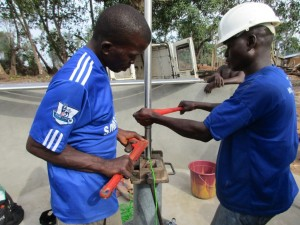 The Water Project : 34-sierraleone5083-pump-installation