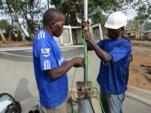 The Water Project : 35-sierraleone5083-pump-installation