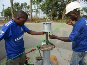 The Water Project : 37-sierraleone5083-pump-installation