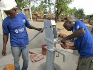 The Water Project : 38-sierraleone5083-pump-installation